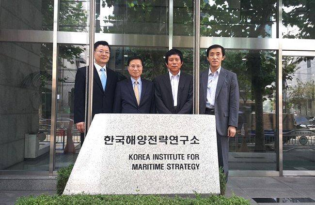 중국 해양대학 해양발전고급연구원장 일행 우리 연구소 방문·환담